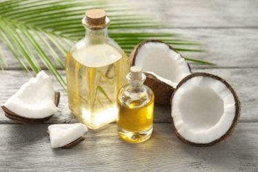 cách trị mụn tại nhà với dầu dừa