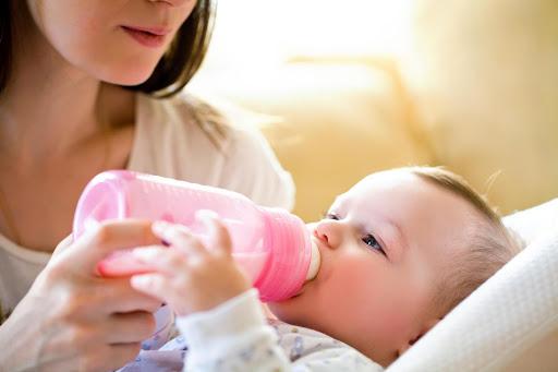 Chọn bình sữa cho bé sơ sinh